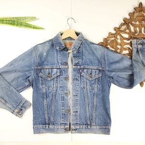 LEVI'S DISTRESSED DENIM BUTTON DOWN JEAN JACKET